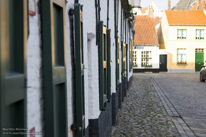 De Balstraat ligt op de grens van de schilderachtige Brugse parochie Sint-Anna en het Guido Gezellekwartier.  Als je er van houdt om buiten de betreden paden te wandelen, dan is deze Brugse volkswijk een absolute aanrader. Het 'Buiten de betreden paden van Brugge' wandelarrangement van B&B Emma zet je op de goede weg. Als stadsgids in opleiding en rasechte Bruggeling leer ik je graag de echte couleur locale kennen!