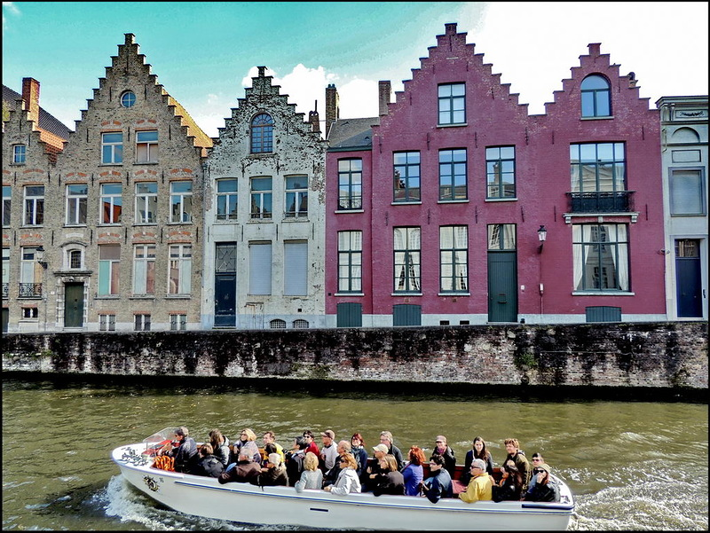 Experience the city by following an age-old tradition. Cruising Bruges canals – the remarkable city arteries – you will discover secret gardens, picturesque bridges and wonderfully beautiful views. Although it sounds incredible, Bruges loveliest places ooze even more charm when you admire them travelling by boat. Would you want to get to know Bruges inside out, welcome to B&B Emma!