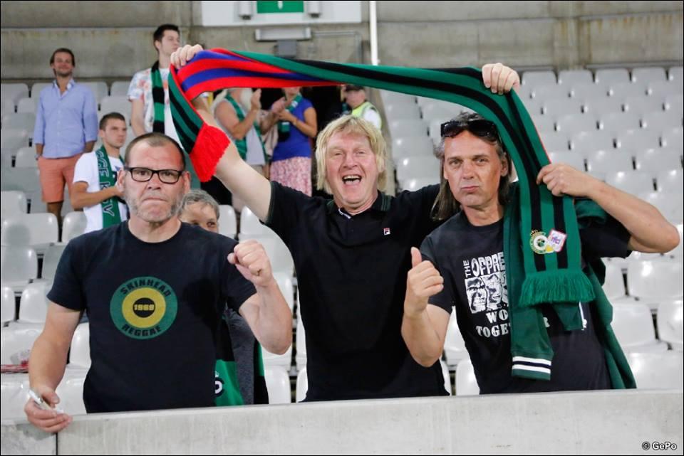 De wedstrijd tussen Cercle Brugge en RFC Liège van zaterdag 22 augustus 2015 was meer dan zomaar een doorsnee bekermatch. De supporters onderhouden een bijzondere vriendschapsband die al meer dan 25 jaar duurt. Voor de gelegenheid hadden enkele 'founding fathers' een bijpassende sjaal laten maken. De volgende generatie zorgde voor schitterende tifo's en een sympathiek onthaal voor de wedstrijd. Zin om eens te komen groundhoppen in het groene Brugge? Check het 'Voetbal in Brugge' arrangement op bb-emma.be!