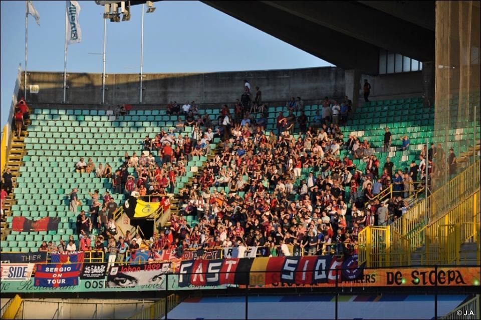 Niet slecht voor een ploeg uit de Derde Klasse B van de Belgische Voetbalcompetitie, met zo'n 650 supporters de verplaatsing naar Brugge maken. Het was dan ook een bijzondere match, waarbij niet enkel de 16de finale van de Belgische Beker 2015 op het spel stond, maar eigenlijk vooral de onderlinge vriendschap gevierd werd, die al meer dan 25 jaar duurt. Houd je van traditiewedstrijden en wil je eens een wedstrijd in Brugge bijwonen? Het 'Voetbal in Brugge' arrangement van B&B Emma regelt alles voor jou!