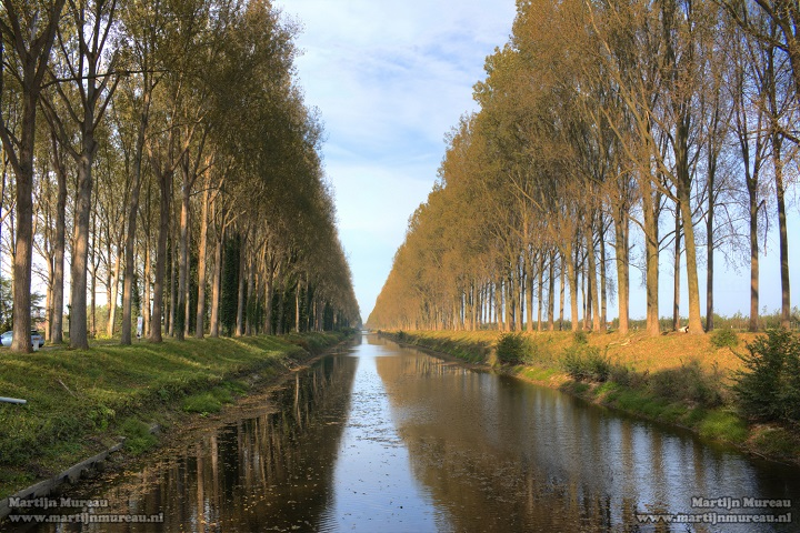 The Schipdonk canal runs parallel to the Leopold canal, popularly known as 'de Stinker' (the stinker) and 'de Blinker' (the blinking one). They are the setting of a beautiful cycling route from the coast over Damme to the World Heritage City of Bruges. If you are planning a bicycle trip around Bruges, feel very welcome at B&B Emma. Our B&B is very well located within the historic centre of Bruges and an ideal starting point to discover the city and it's surroundings.